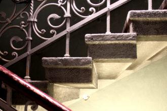 Treppendetail im roten Haus